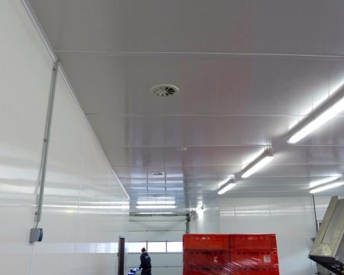 Decke und Wände mit Abschlussleisten