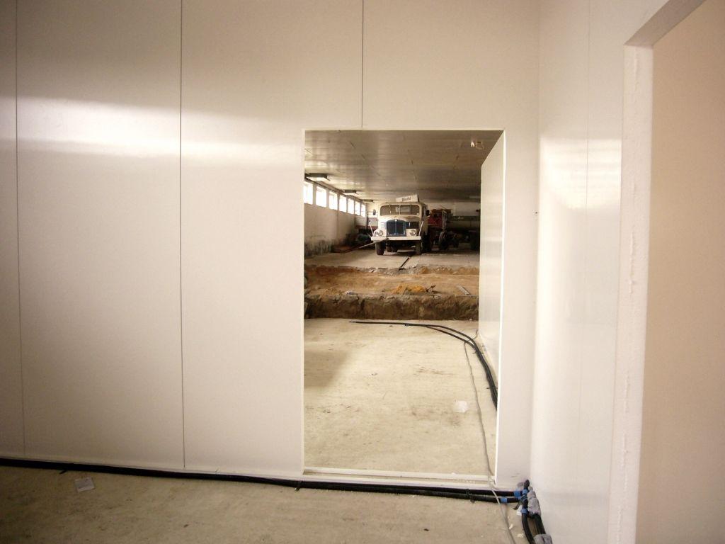 Trennwandsystem mit Türausschnitt