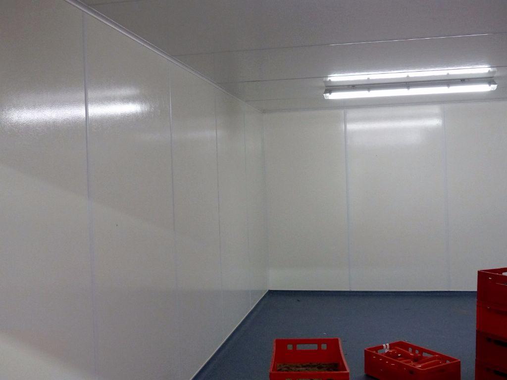 Wand mit Abschlussleisten